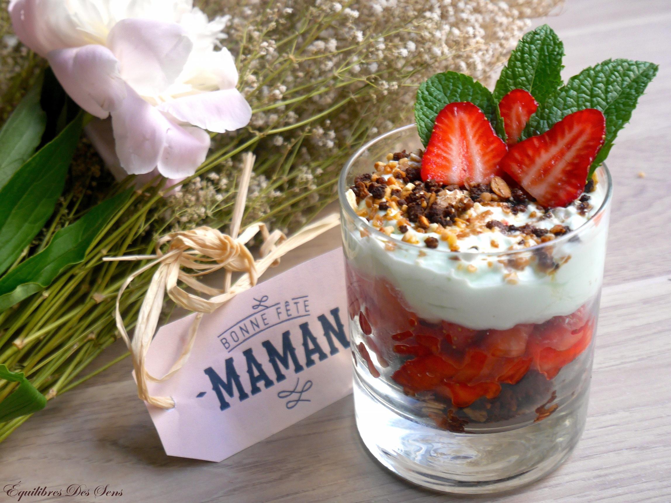Craquez pour cette verrine fraises-crème de menthe-crumble ! Légère, croquante et pleine de goût !