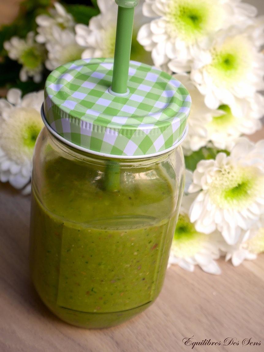 Faites le plein d'énergie pour démarrer la journée avec ce smoothie vert détoxifiant !
