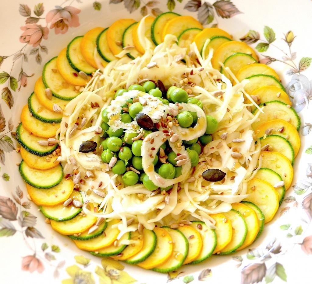 Une salade toute crue fraîche et croquante pour vos entrées estivales ou accompagner un barbecue !