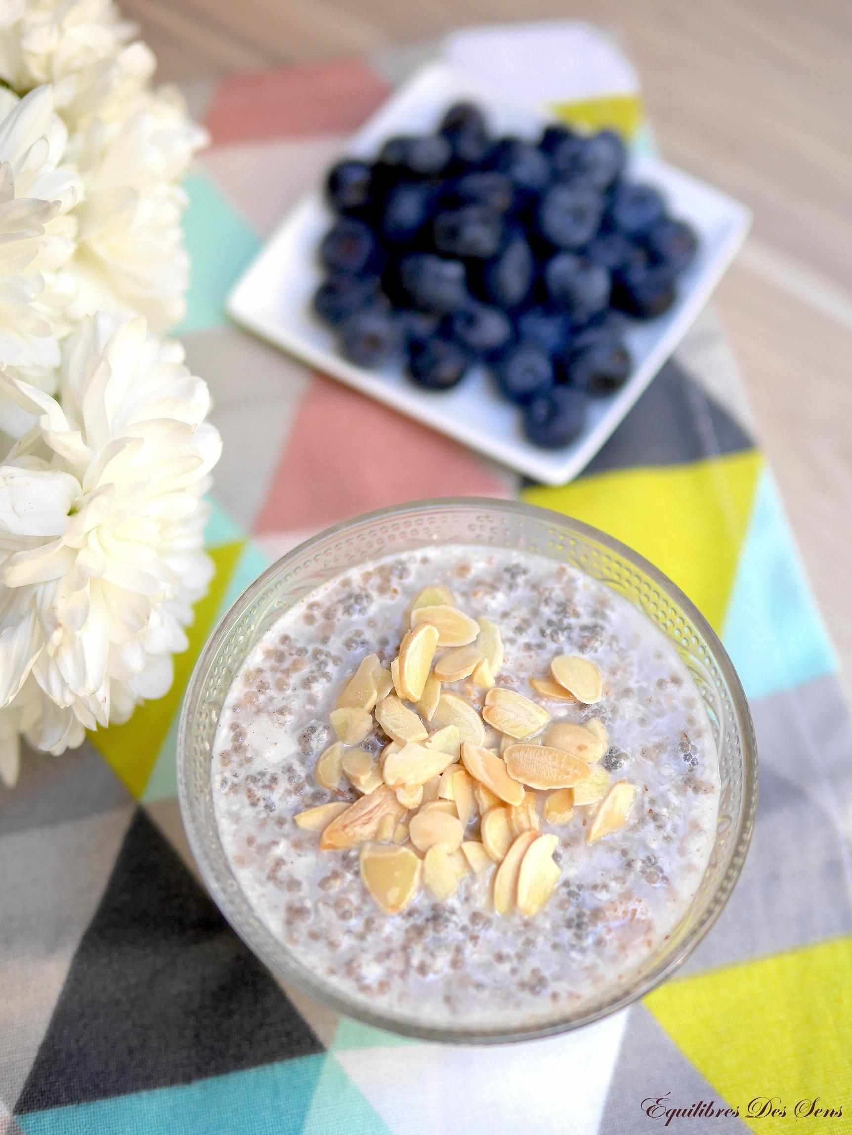 Pudding de graines de chia et topping fruité à préparer la veille pour un petit déjeuner healthy :-)