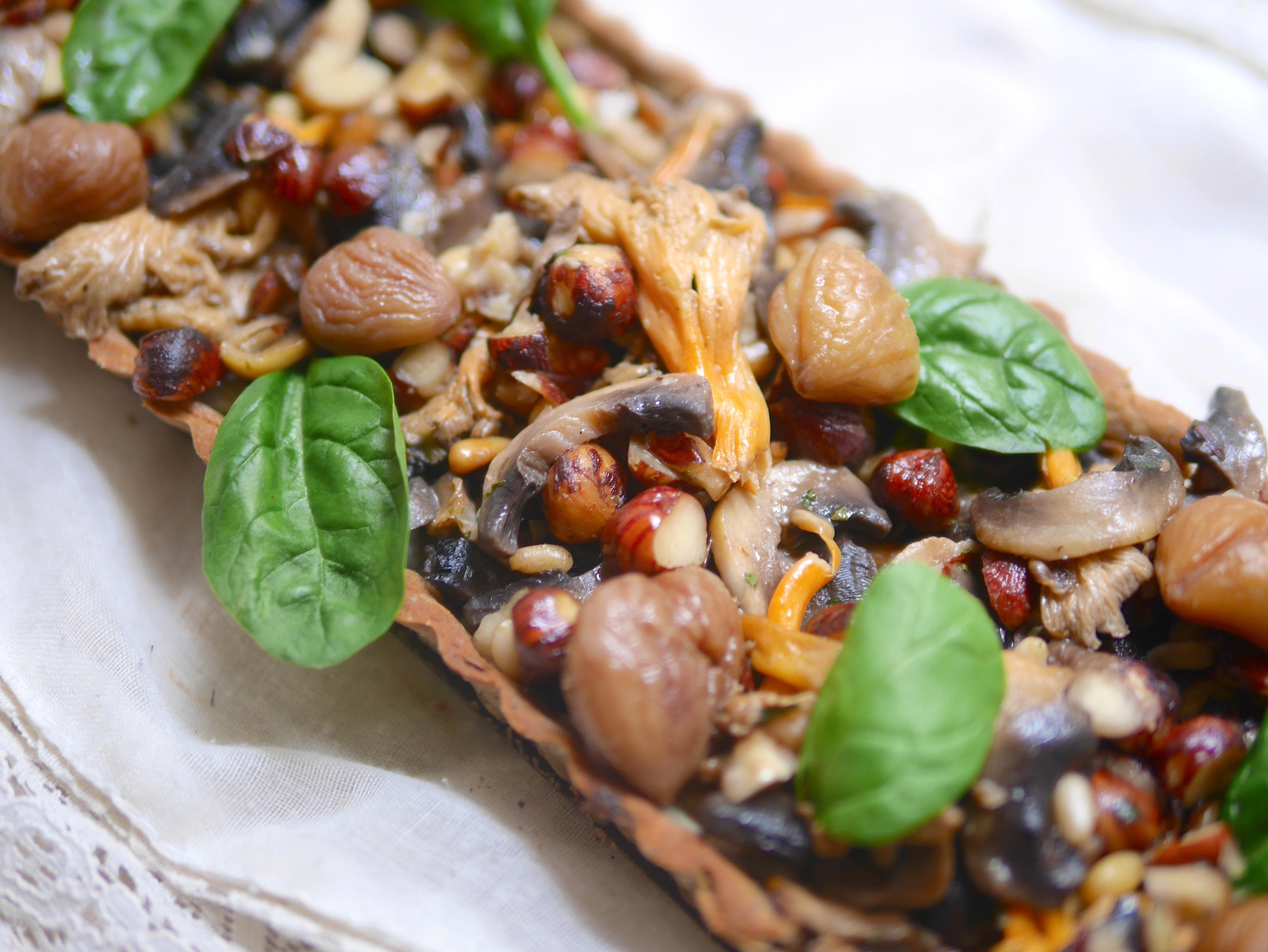 Tarte forestière champignons-marrons-noisettes pour un repas d'automne sain & gourmand ;-)