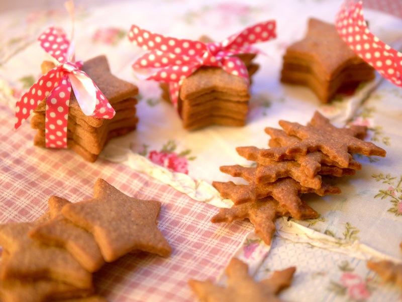 Craquez pour ces délicieux sablés de Noël à la cannelle et au sarrasin ! Délices à déguster ou à offrir ;-)
