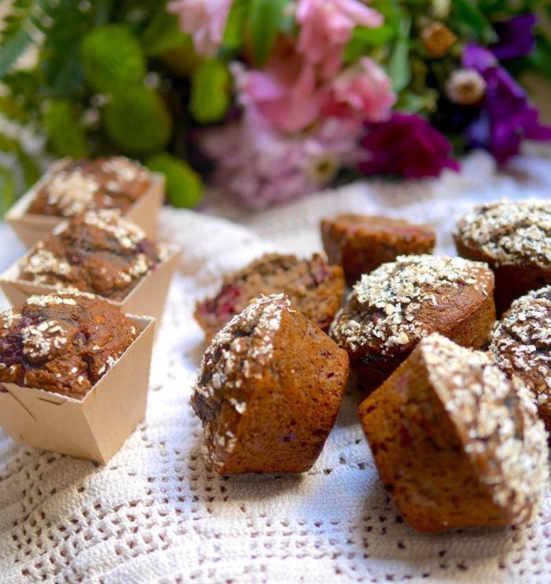 Muffins vegan très moelleux aux framboises et à l'avoine pour une pause saine et gourmande !