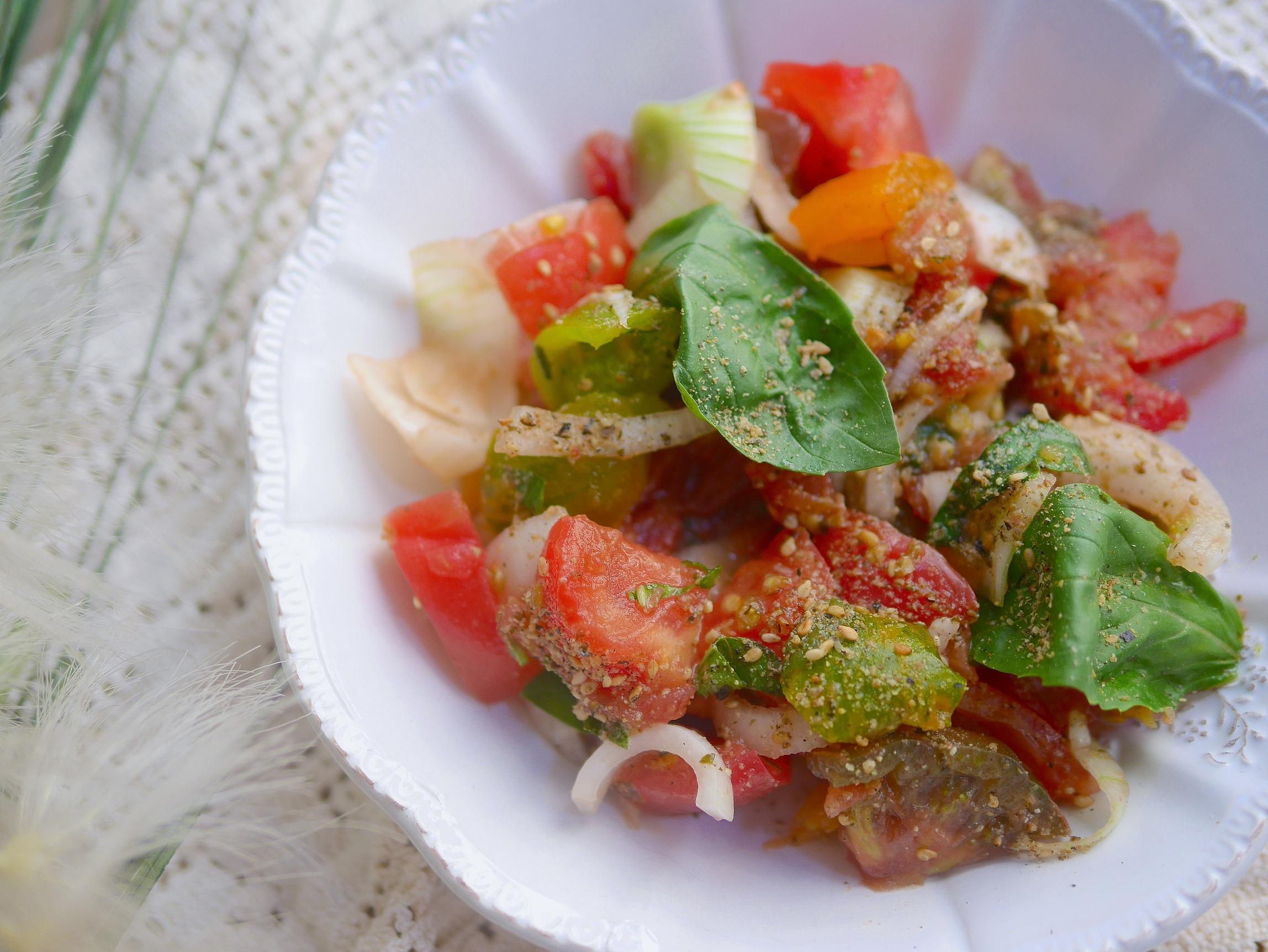 Salades de tomates anciennes, basilic et huile de noix en toute simplicité !