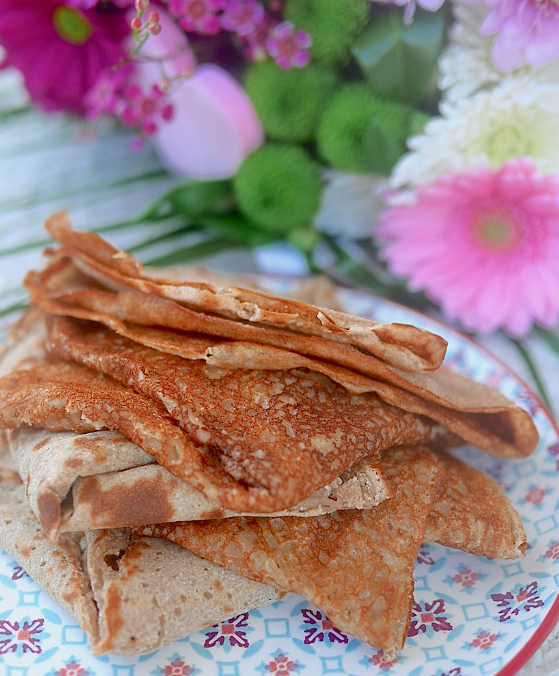 Crêpes vegan et sans gluten légères, moelleuses et très savoureuses !